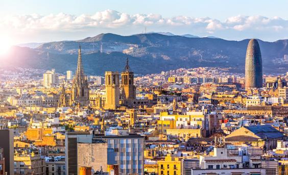 Avanza en barcelona la tarjeta de vecindad para for Trabajos en barcelona sin papeles