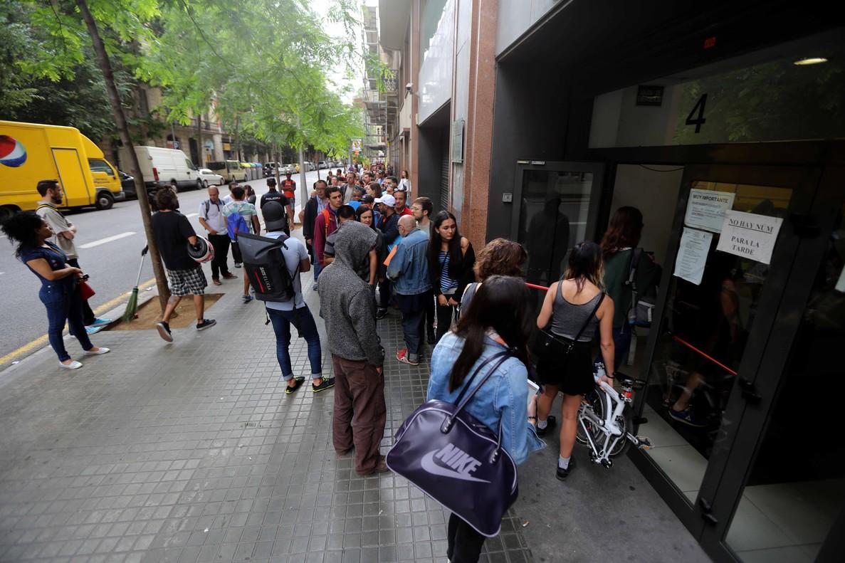 (Español) Extranjería aclara: la eficacia del permiso de residencia es inmediata, no es necesario tener la Tarjeta de Identificación de Extranjero (TIE)